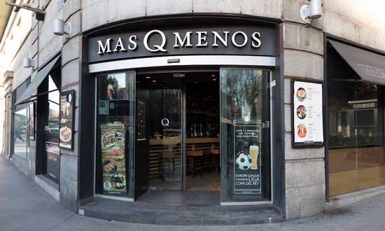 Fachada de un local de la cadena MasQMenos