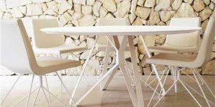 Libélula: sillas y mesas que aportan ligereza