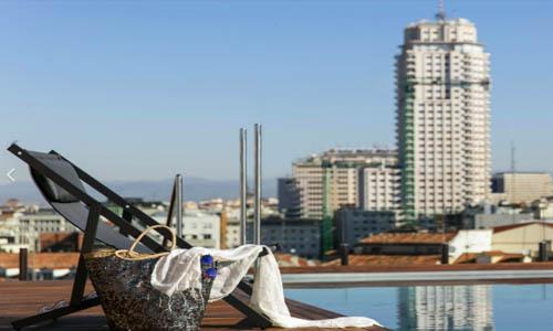Hamaca en azotea de hotel de Madrid