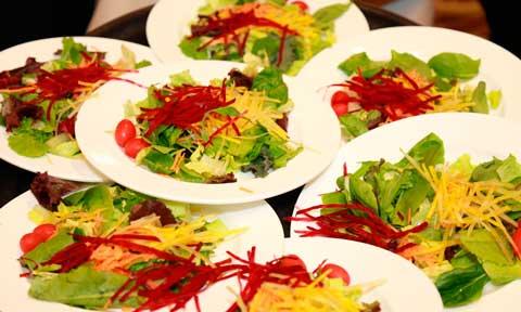 Ensaladas en un catering
