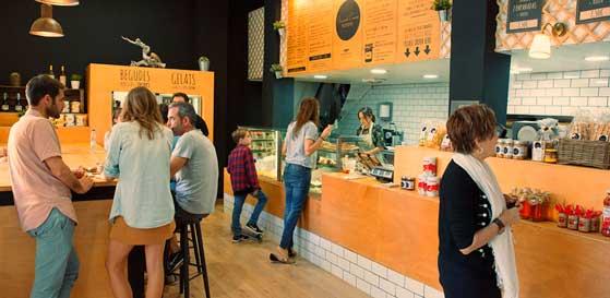 Interior de un local de comida para lleva Mundo casero