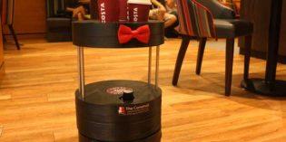 """El primer robot """"barista"""" que sirve café a las mesas"""