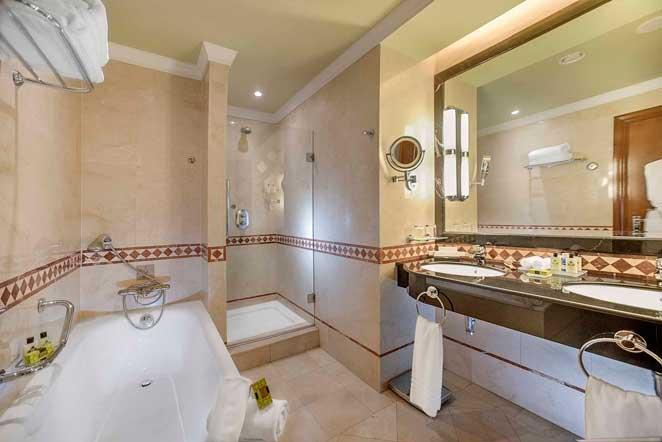 Baño de habitación del hotel Intercontinental Madrid