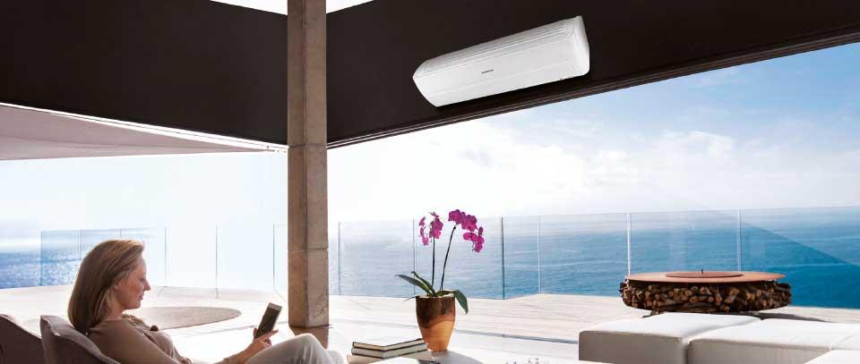Aire acondicionado Samsung Wind Free en una terraza