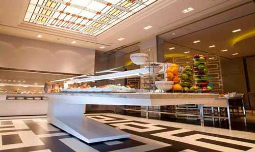 Buffet de King's Bufet en el Hotel Puente Romano