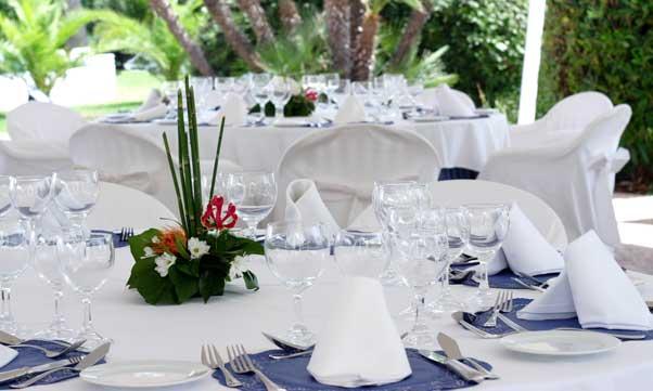 Mesa de banquetes del hotel Sidi, vestida con mantelerías de Vayoil Textil