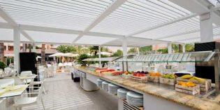 Espacios exclusivos en el hotel con la pérgola bioclimática Saxun