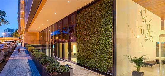 Jardín vertical de Air Garden en la fachada de hotel Lisboa Park