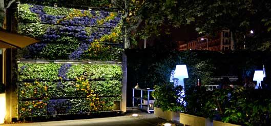 a terraza del museo Reina Sofía, en Madrid, con su jardín vertical de Air Garden