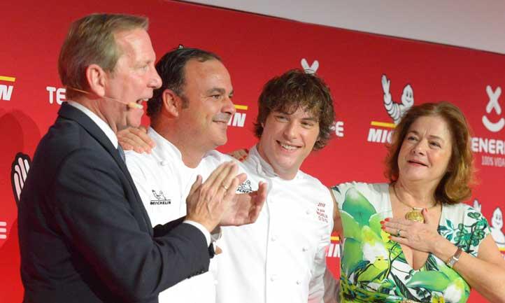 Ángel León (Aponiente) y Jordi Cruz (ABaC), aplaudidos en la gala Michelin 2017