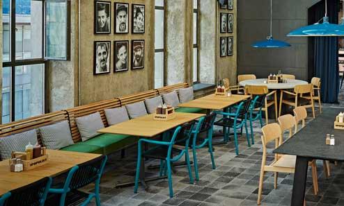 Sillas Bold en el interior de una cafetería