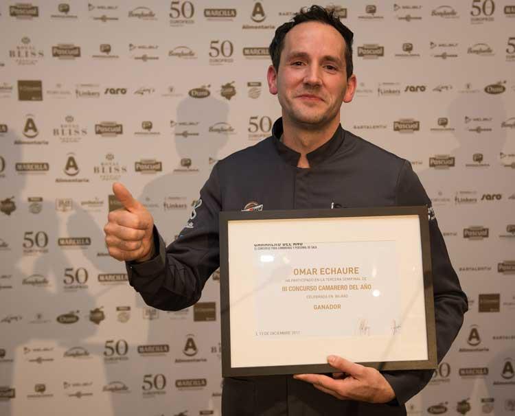 Omar Echaure, del cateringSingularis en Riojaforum (Logroño), ha sido el vencedor de la tercera semifinal del IIIConcurso Camarero del Año