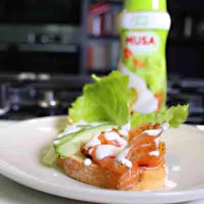 Tosta de salmón con mayonesa MUsa