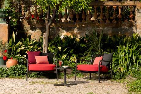 Butaca y sofá de la colección Bold, de Vergés