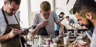 ¿Quieres ser un catador certificado de café? Apúntate al curso Q Arabica Grader
