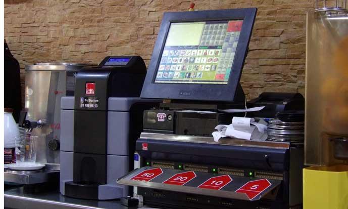 Caja registradora CashGuard en la cafeterñia de un hotel