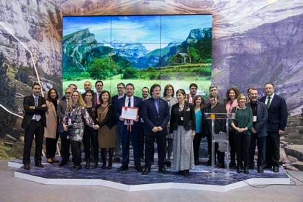 Los representantes de Aragón reciben el premio a uno de los mejores stands de Fitur 2018