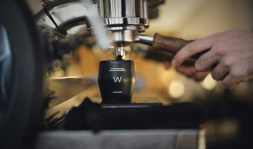 Elaborando café en Waycup