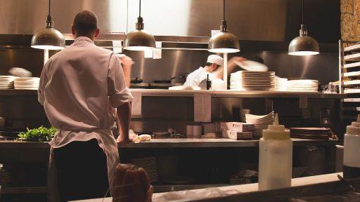 profesionalhoreca Chef & Law - cocineros trabajando en cocina