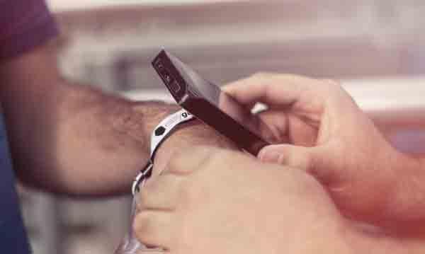 Grupo Piñero opta por pulseras inteligentes para facilitar la estancia y actividades en el hotel