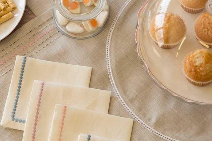 mantelerías y servilletas bordadas de la colección Spring Rose delservicio Atelier de Resuinsa by Carmela Martí