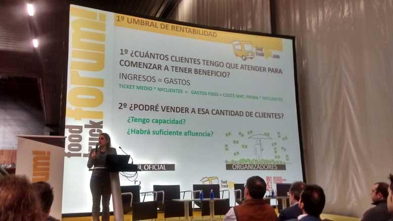 Leire Pérez explica la fórmula para  conocer el unbral de rentabilidad en el Food Truck Forum 2018