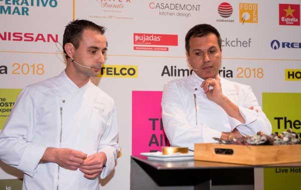 Los chefs Eduard Xatruch y Oriol Castro, del restaurante Disfrutar de Barcelona durante la presentación de las actividades gastronómicas de Alimentaria y Hostelco