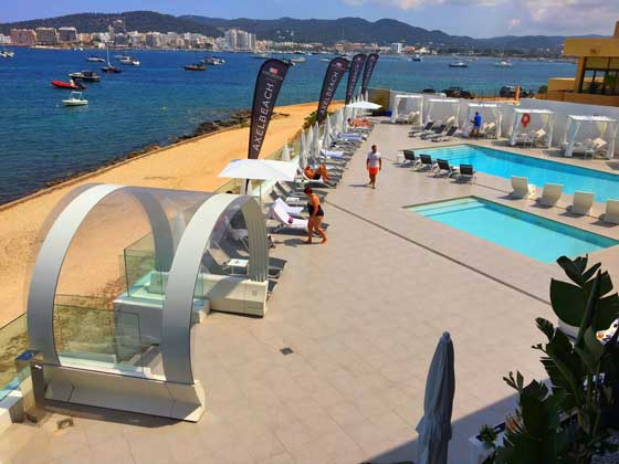 Tubbo como acceso a la zona de piscinas de un hotel
