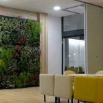 El jardín vertical interior del hotel Golden Tulip, en Barcelona