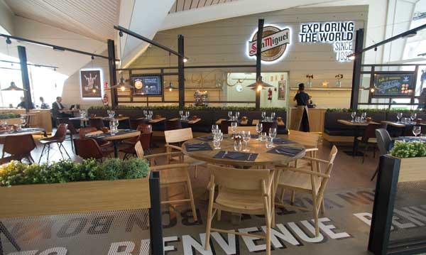 La zona que ocupa Yandiola dentro del amplio espacio Exploring the World, en el aeropuerto de Bilbao