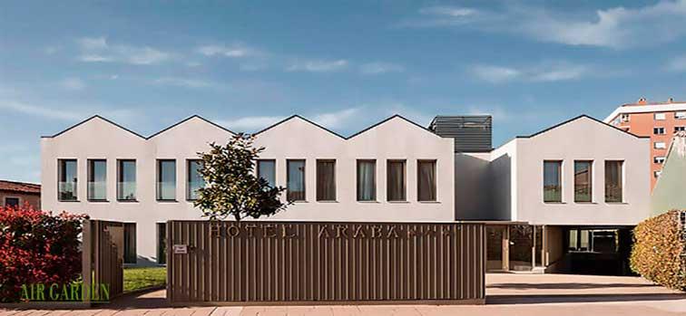 Fachada del hotel-restaurante Araba de Vitoria, proyectado por Bárcena y Zufiaur Arquitectos