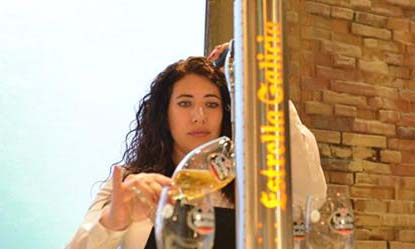 Davinia Martínez, ganadora del Campeonato Nacional de Tiraje de Cerveza