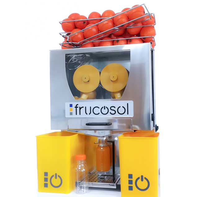 Exprimidora F50 de Frucosol con el accesorio de llenado de botellas