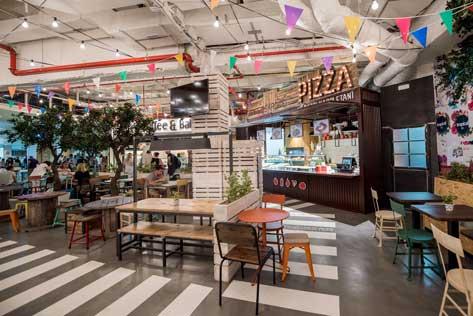 El espacio StrEAT del Aeropuerto de Ibiza luce un look bihemio y de street food