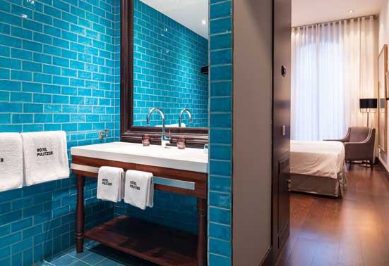 Habitación y baño del hotel Pulitzer
