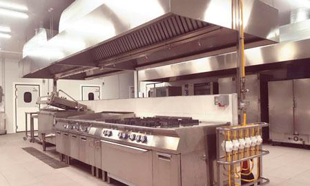 Bloque central de cocción de la nueva cocina central de Compass Group en Tenerife