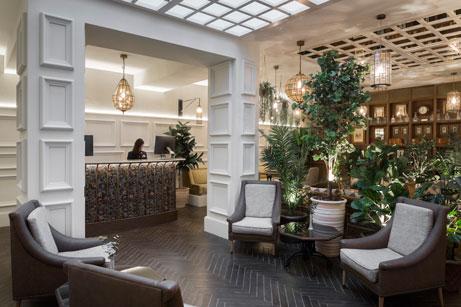 El lobby del hotel Icon Wipton, con un acogedor estilo clásico