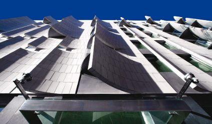 La espectacular fachada del hotel Omm de Barcelona