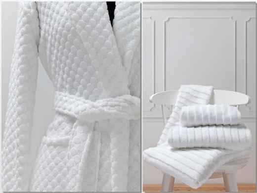 Albornoz en tejido Dots, y toallas con rizo en dos alturas, de Vayoil Textil