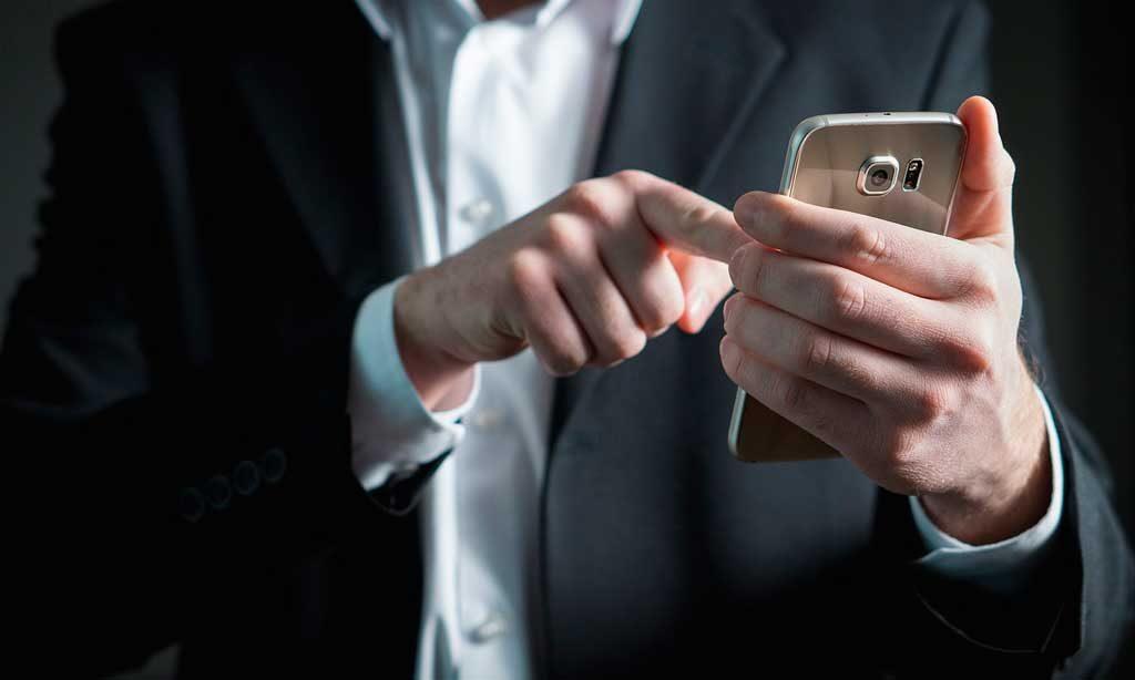 Escribiendo un mensaje en el móvil