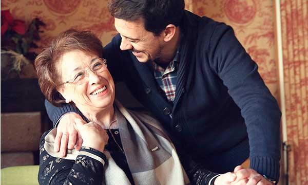 Francis Paniego abraza a su madre, Marisa Sánchez