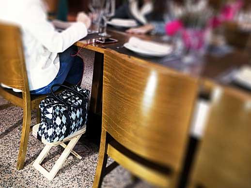 Mesita Yamelas en un restaurante