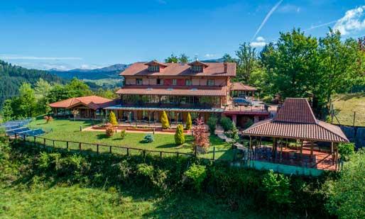 El hotel spa Etxegana, en Zeanuri (Bizkaia)
