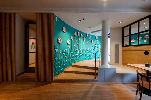 El mural que lleva a la cafetería en el restaurante Viu