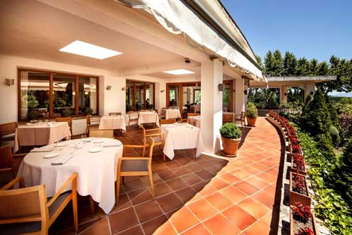 La agradable terraza del restaurante del hotel Empordà, en Figueres