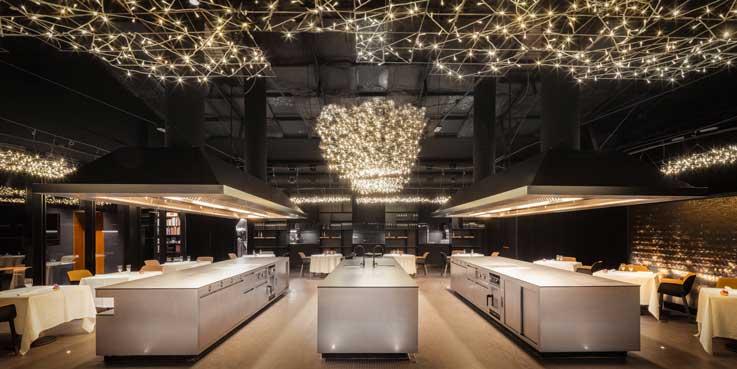 la cocina central del restaurante Cocina Hermanos Torres - Profesional Horeca