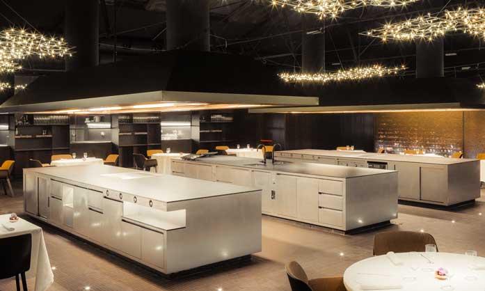 Pianos centrales en el restaurante Cocina Hermanos Torres - Profesional Horeca