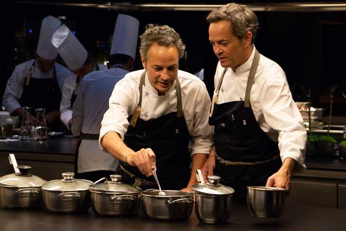 Los hermanos Torres trabajando en su cocina- Profesional Horeca