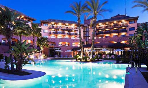 Vista nocturna del hotel de Islantilla Golf Resort