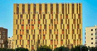 La fachada del hotel Easyhotel Barcelona + Profesionalhoreca
